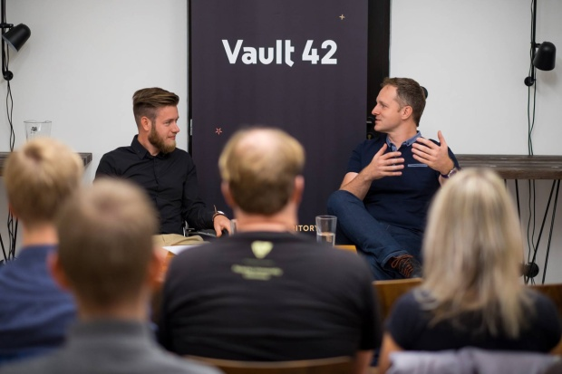 Robert Vlach - debata ve Vault 42