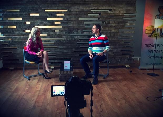 Robert Vlach - s Lenkou Schánovou při natáčení Na volné noze TV